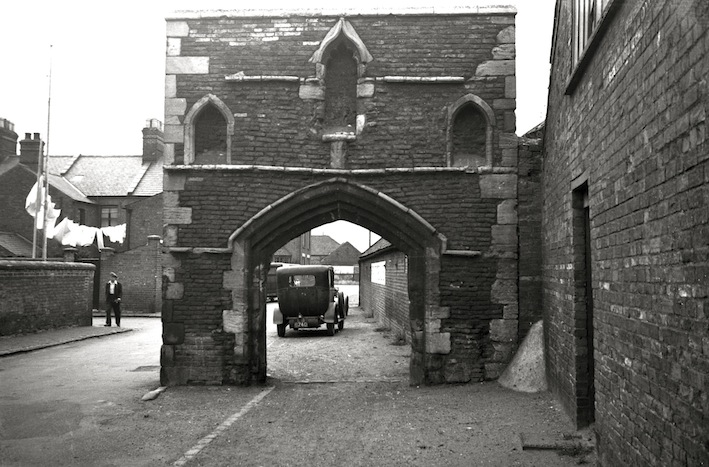 Kings Lynn Bridge St Whitefriars gateway [0641] 1935-08-12